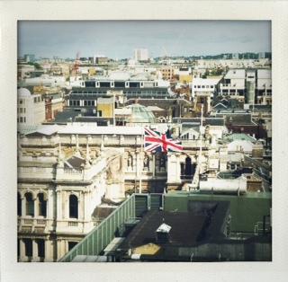 image from http://britgirl.typepad.co.uk/.a/6a00d8345290a169e201538ed04ea0970b-pi