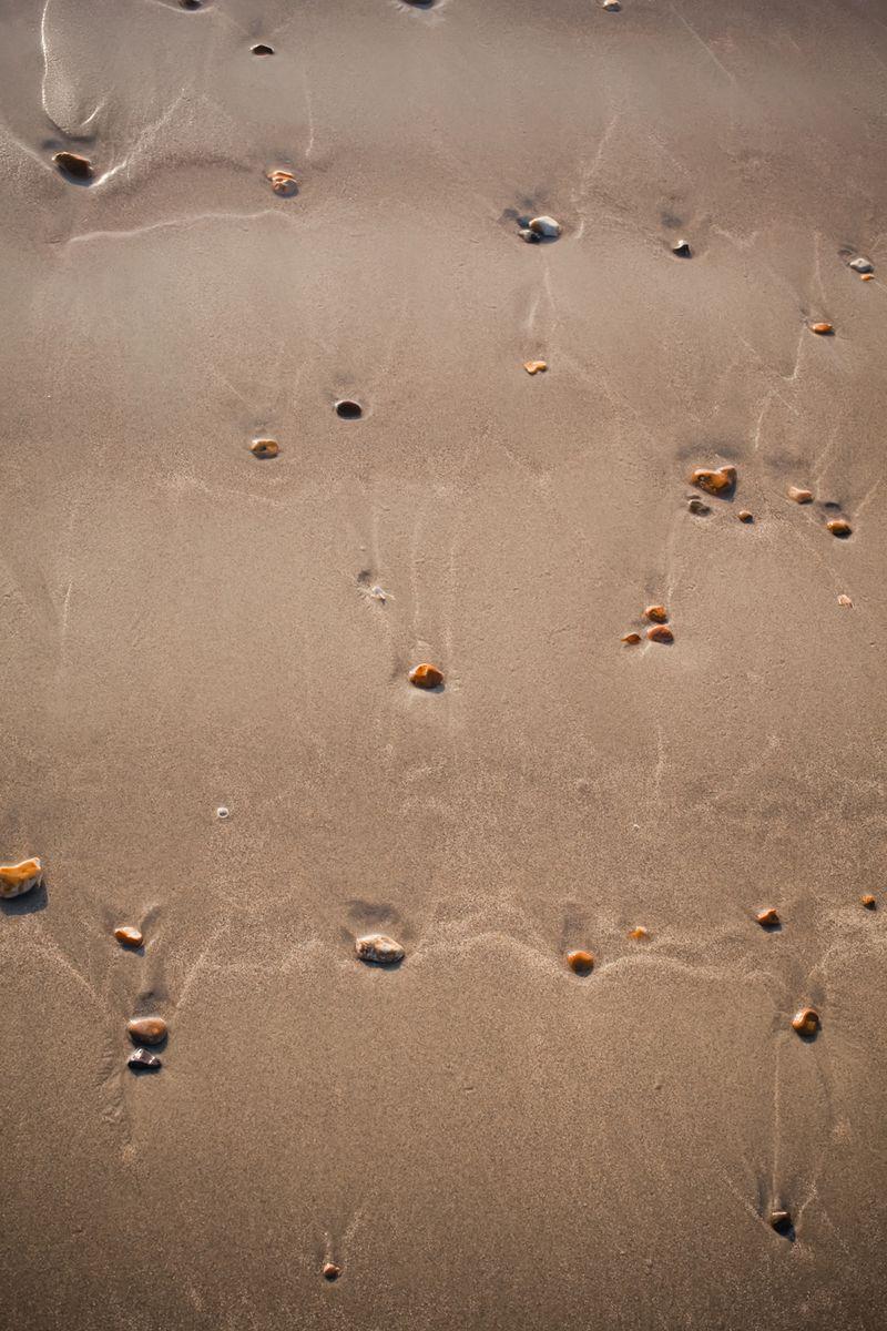 Pebbled sandweb